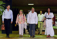 LA HABANA - CUBA, 28-11-2013: Sergio Jaramillo (Izq.), Alto Comisionado para la Paz, y Humberto de La Calle (Centro Der.), jefe de la delegación del Gobierno de Colombia, ingresan al Palacio de Las Convenciones de la Habana, Cuba, acompañados de María Paulina Riveros (centro Izq.) y Nigeria Rentería (Der.), nuevas integrantes de la delegación, para comenzar un nuevo ciclo de conversaciones de paz con el grupo guerrillero de las Farc./ Sergio Jaramillo (Left), High Commissioner for Peace, and Humberto de La Calle Lombana (Center R), head of the delegation of the Government of Colombia, come into the Conventions' Palace of La Habana, Cuba, accompanied with Maria Paulina Riveros (Center Left) and Nigeria Renteria (Right), new delegation members, to beginning a new round of peace conversations with Farc guerrillas group. Photo: VizzorImage/ Omar Nieto/ Oficina Alto Comicionado para la Paz / HANDOUT PICTURE; MANDATORY USE EDITORIAL ONLY/ TO DOWLOAD THIS PICTURES GO TO THE FREE DOWNLOAD AREA AND ENTER PASSWORD: 54321