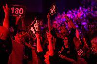 GRONINGEN - Darten, King of Darts, Martiniplaza, 22-01-2019, 180 juicht het publiek