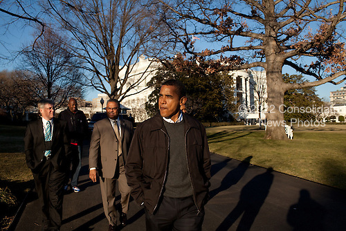 """President Barack Obama and First Lady Michelle Obama tour the White House South Grounds with Curator William """"Bill"""" Allman, left and Chief Usher Admiral Stephen """"Steve"""" Rochon. .1/24/09.Mandatory Credit: Pete Souza - White House via CNP"""