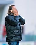 S&ouml;dert&auml;lje 2013-09-28 Fotboll Allsvenskan Syrianska FC - IF Brommapojkarna :  <br /> Syrianska manager tr&auml;nare &Ouml;zcan Melkemichel ser fundersam ut<br /> (Foto: Kenta J&ouml;nsson) Nyckelord:  portr&auml;tt portrait depp besviken besvikelse sorg ledsen deppig nedst&auml;md uppgiven sad disappointment disappointed dejected