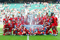 Saracens players celebrate with the Gallagher Premiership trophy. Gallagher Premiership Final, between Exeter Chiefs and Saracens on June 1, 2019 at Twickenham Stadium in London, England. Photo by: Patrick Khachfe / JMP
