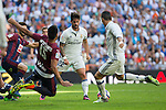 Eibar's Mauro dos Santos and Real Madrid's Isco Alarcon Real Madrid's Cristiano Ronaldo durign the match of La Liga between Real Madrid and SD Eibar at Santiago Bernabeu Stadium in Madrid. October 02, 2016. (ALTERPHOTOS/Rodrigo Jimenez)