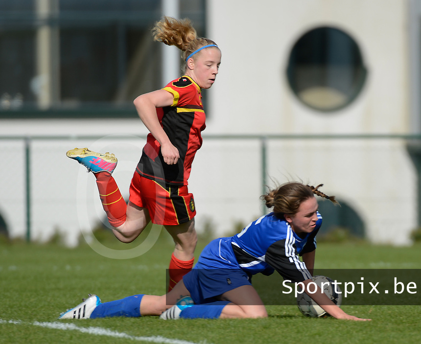 U 16 Belgian red Flames - virginia USA :<br /> <br /> Lillian Weber (R) gaat neer in een duel met Elena Dhont (L)<br /> <br /> foto Dirk Vuylsteke / Nikonpro.be