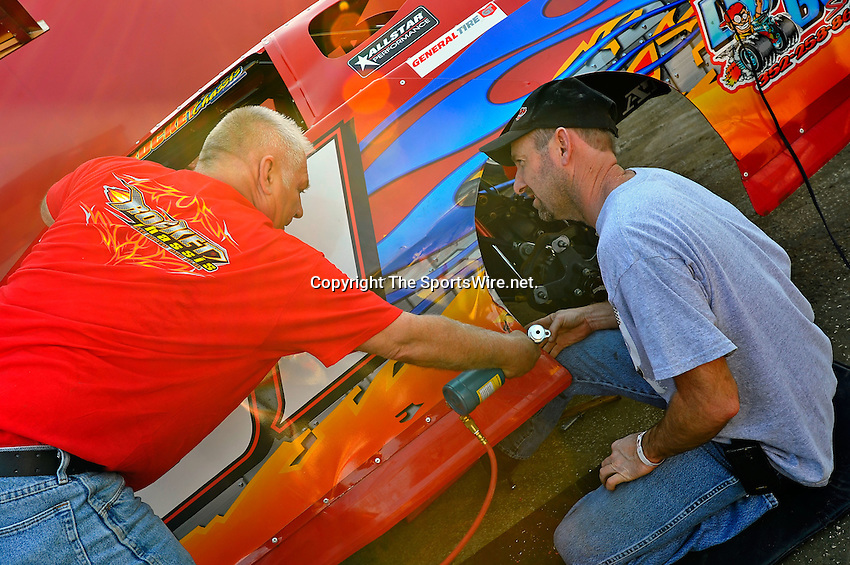 Feb 09, 2011; 4:10:41 PM; Gibsonton, FL., USA; The Lucas Oil Dirt Late Model Racing Series running The 35th annual Dart WinterNationals at East Bay Raceway Park.  Mandatory Credit: (thesportswire.net)