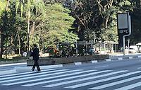 SAO PAULO, 26 DE JULHO DE 2012 - CLIMA TEMPO SP - Manha de tempo ameno e temperaturas em elevacao na Avenida Paulista, regiao central, nesta quinta feira . FOTO: ALEXANDRE MOREIRA - BRAZIL PHOTO PRESS