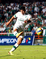 CALI- COLOMBIA -22 -01-2014: Robin Ramirez, jugador de Deportivo Cali, durante partido de ida por la Super Liga 2014, en el estadio Pascual Guerrero de la ciudad de Cali.  / Robin Ramirez, player of Deportivo Cali, during the match between Deportivo Cali and Atletico Nacional for the first leg of the Super Liga 2014 at the Pascual Guerrero Stadium in Cali city. Photo: VizzorImage  / Juan C Quintero / Str.