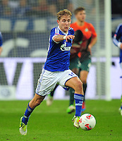 FUSSBALL   1. BUNDESLIGA    SAISON 2012/2013    11. Spieltag   FC Schalke - 04 Werder Bremen                              10.11.2012 Lewis Holtby (FC Schalke 04) Einzelaktion am Ball