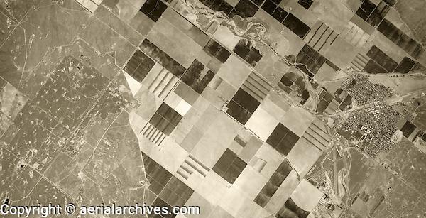 historical aerial photograph City of Coalinga and Coalinga Oil Field, Fresno County, California, 1975