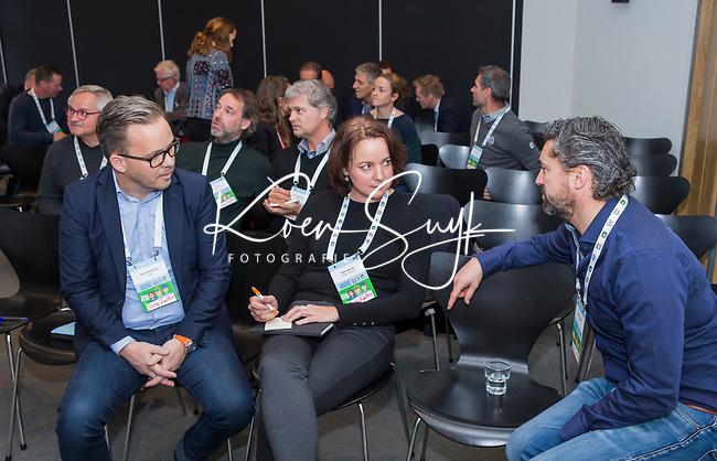 BUSSUM -   Alexander Renders met Esther Haarman (m) van Sluispolder.   Nationaal Golf Congres & Beurs. COPYRIGHT KOEN SUYK