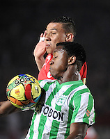 BOGOTA - COLOMBIA -07 -05-2014: Francisco Meza (Izq.) jugador de Independiente Santa Fe disputa el balón con Oscar Murillo (Der.) jugador de Atletico Nacional, durante partido de ida entre Independiente Santa Fe y Atletico Nacional, por las semifinales de la Liga Postobon I-2014, jugado en el estadio Nemesio Camacho El Campin de la ciudad de Bogota./ Francisco Meza (L) player of Independiente Santa Fe struggles for the ball with Oscar Murillo (R) player of Atletico Nacional, during a match for the first leg between Independiente Santa Fe and Atletico Nacional, for the semifinals of the Liga Postobon I -2014 at the Nemesio Camacho El Campin Stadium in Bogota city, Photos: VizzorImage  / Luis Ramirez / Staff.