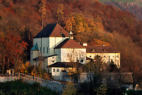 Oesterreich, Salzburger Land, Salzburg: Blick vom Moenchsberg zum Kapuzinerkloster auf dem Kapuzinerberg | Austria, Salzburger Land, Salzburg: view from Moenchsberg towards Capuchin monastery at Kapuzinerberg