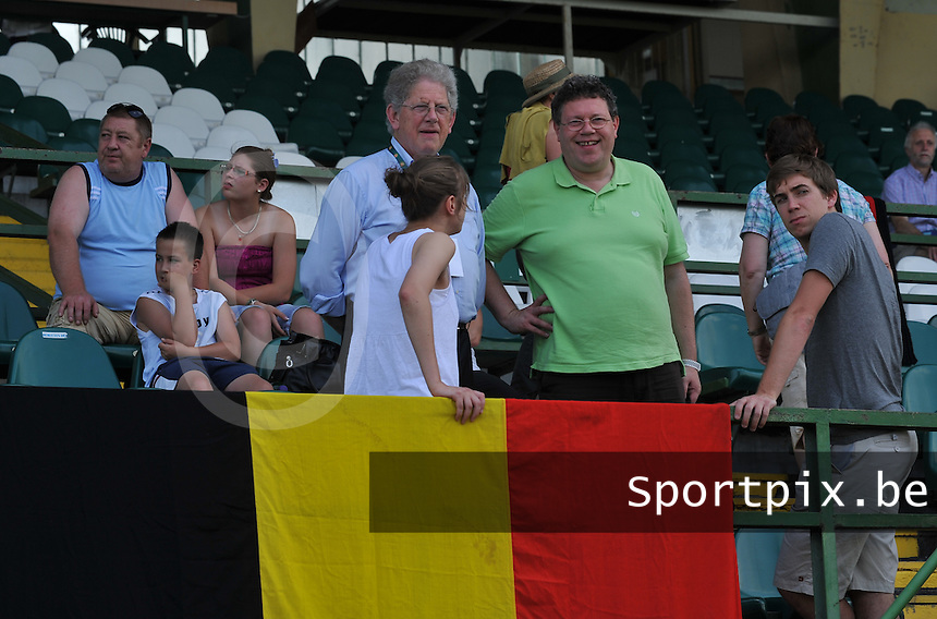 Hungary - Hongarije : UEFA Women's Euro Qualifying group stage (Group 3) - 20/06/2012 - 17:00 - szombathely  - : Hungary ( Hongarije ) - BELGIUM ( Belgie) :.Marc Lesenfants , Maryan Mahieu en Lorca Van De Putte.foto DAVID CATRY / JOKE VUYLSTEKE / Vrouwenteam.be.