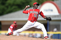 Batavia Muckdogs pitcher Juancito Martinez (29) delivers a pitch during a game against the Mahoning Valley Scrappers on August 24, 2014 at Dwyer Stadium in Batavia, New York.  Mahoning Valley defeated Batavia 7-6.  (Mike Janes/Four Seam Images)