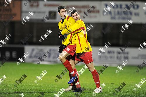 2011-12-17 / Voetbal / seizoen 2011-2012 / Racing Mechelen - Bornem / Nick de groote (L) viert zijn doelpunt met Persoons..Foto: Mpics.be