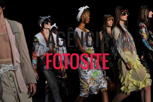 São Paulo, Brasil – 13/06/2010 - Desfile da Amapo durante o São Paulo Fashion Week  -  Verao 2011. Foto: Cris von Almen / Ag. Fotosite