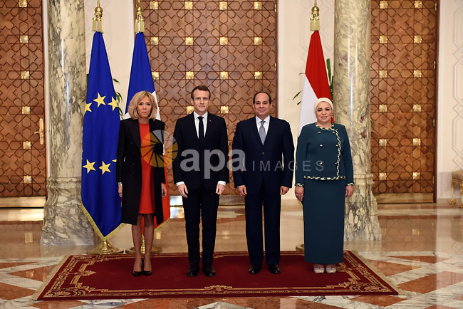 Egyptian President Abdel Fattah al-Sisi French (2nd R) next to his counterpart Emmanuel Macron (2nd L) and their wives, Brigitte Macron (L) and Intissar Amer (R), posing for a picture next to them at the presidential palace in Cairo on January 28, 2019. Photo by Egyptian President Office
