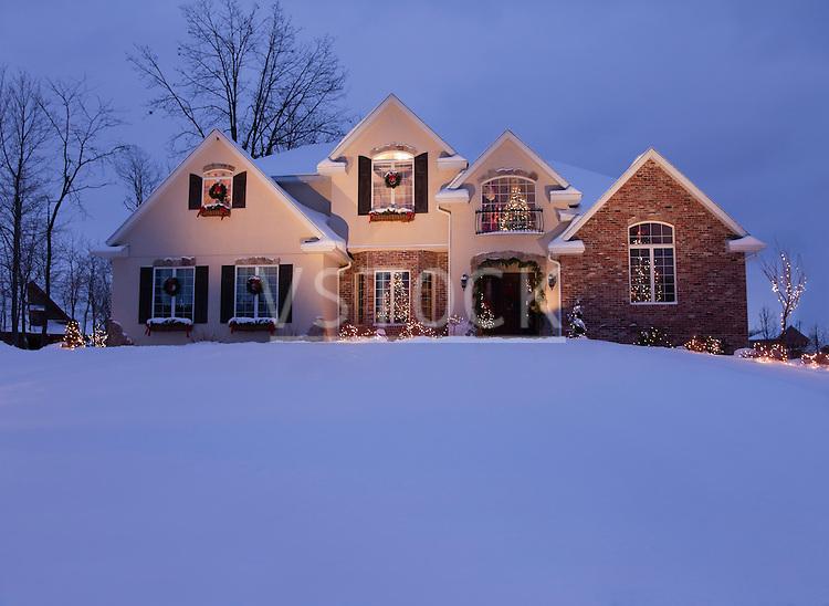 USA, Illinois, Metamora, house decorated with Christmas lights at dusk
