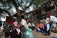 somalis go back to their normal life in the market in  the Town of Buur Hakaba, 60 Km east of Baidoa, Somalia on Thursday Dec 28 2006..