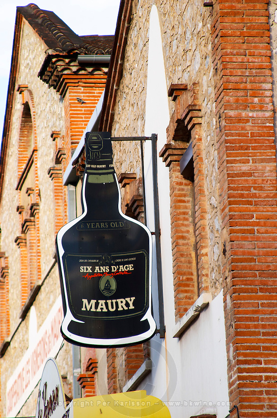 Six and d'Age Maury, six years old. Maury. Roussillon. The wine shop and tasting room. France. Europe.