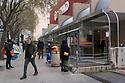 18 marzo 2020, Sassari, via Amendola. Coda in attesa di entrare al supermercato Conad.