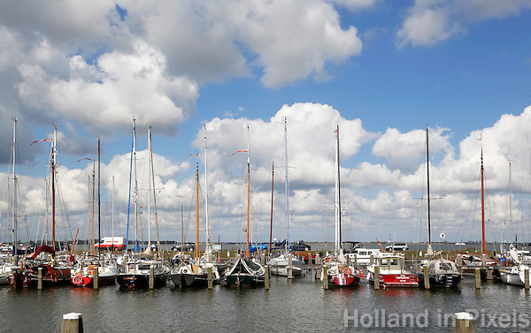 Boten in de haven van Marken