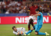 Calcio, Champions League, Gruppo E: Roma vs Barcellona. Roma, stadio Olimpico, 16 settembre 2015.<br /> Roma&rsquo;s goalkeeper Wojciech Szczesny, left, assisted by teammate Antonio Ruediger, center, is fouled by FC Barcelona&rsquo;s Luis Suarez, during a Champions League, Group E football match between Roma and FC Barcelona, at Rome's Olympic stadium, 16 September 2015.<br /> UPDATE IMAGES PRESS/Isabella Bonotto