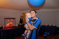 Javier Zanetti, capitano Inter, festa scudetto 2009, con famiglia e amici, figlio  Nacho