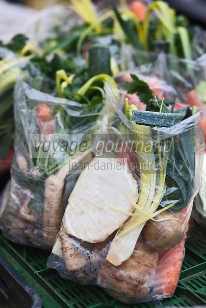 Europe/Voïvodie de Petite-Pologne/Cracovie: Légumes pour le bouillon    au marché: Stary Kleparz
