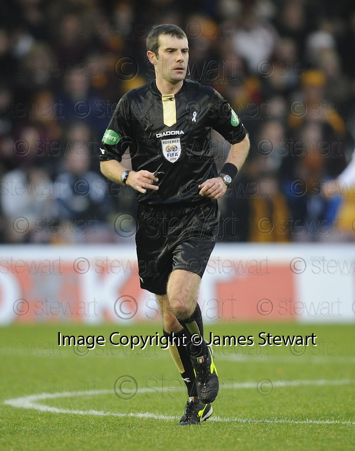 28/11/2009  Copyright  Pic : James Stewart.sct_jspa29_motherwell_v_dundee_utd  . :: REFEREE ALAN MUIR WHO HAS BEEN CRITICISED FOR HIS RED CARD DECISIONS :: .James Stewart Photography 19 Carronlea Drive, Falkirk. FK2 8DN      Vat Reg No. 607 6932 25.Telephone      : +44 (0)1324 570291 .Mobile              : +44 (0)7721 416997.E-mail  :  jim@jspa.co.uk.If you require further information then contact Jim Stewart on any of the numbers above.........
