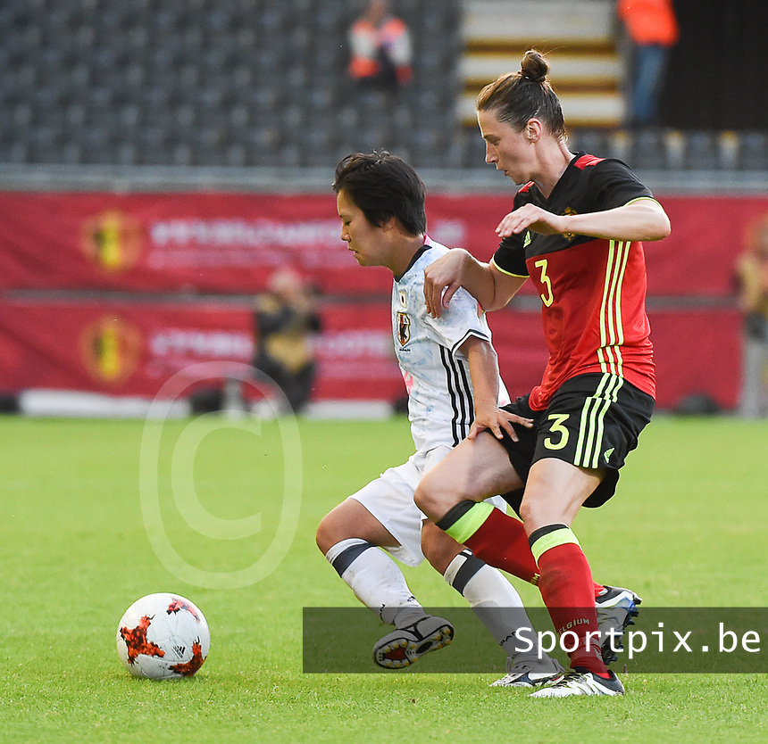 20170613 - LEUVEN ,  BELGIUM : Belgian Heleen Jaques (R) and Japanese Yu Nakasato (L) pictured during the female soccer game between the Belgian Red Flames and Japan , a friendly game before the European Championship in The Netherlands 2017  , Tuesday 13 th Juin 2017 at Stadion Den Dreef  in Leuven , Belgium. PHOTO SPORTPIX.BE | DIRK VUYLSTEKE