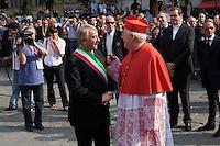Milano:  il nuovo arcivescovo di Milano Angelo Scola accolto dal sindaco Giuliano Pisapia in piazza Sant'Eustorgio..