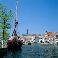 Netherlands, North Holland, Haarlem: Spaarne River Front | Niederlande, Nordholland, Haarlem: am Fluss Spaarne, daher der Beiname Spaarnestad