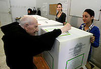 Operazioni di voto per i referendum su nucleare, privatizzazione delle risorse idriche e legittimo impedimento, in un seggio elettorale di Roma, 12 giugno 2011..Electors cast their ballots for the referendum on nuclear power, water supply privatization and legitimate impediment law giving some protection to top officials from trials, in a polling station in Rome, 12 june 2011..UPDATE IMAGES PRESS/Riccardo De Luca