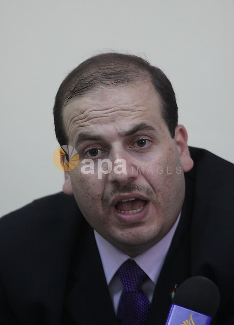 The chief of the Consortium of Independent Palestinians, Tysser Al-Wadeh delivers speech during his meeting with the Egyptian Ambassador, in Gaza City on June 10,2010. Photo by Mohammed Asad