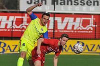 FC GULLEGEM - SK LONDERZEEL :<br /> duel tussen Alexandre Teirlinckx (L) en Victor Van De Wiele (R)<br /> <br /> Foto VDB / Bart Vandenbroucke