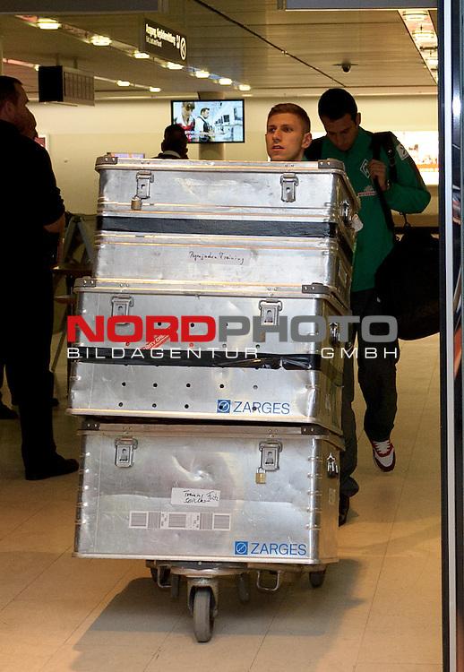 14.01.2015, Flughafen, Bremen, GER, 1.FBL, Ankunft Werder Bremen, im Bild Levent Aycicek (Bremen #21)<br /> <br /> Foto &copy; nordphoto / Frisch