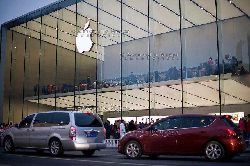 Il pi&ugrave; grande negozio della Apple in Asia.<br /> The biggest Apple store in all Asia in the center of Hangzhou