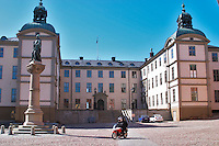 The Wrangelska Palatset on Riddarholmen, seat of Svea Hovratt, the appeals court, dating back to the 16th century. Statue of Birger Jarl (B Magnusson) on Riddarholmen. Stockholm. Sweden, Europe.