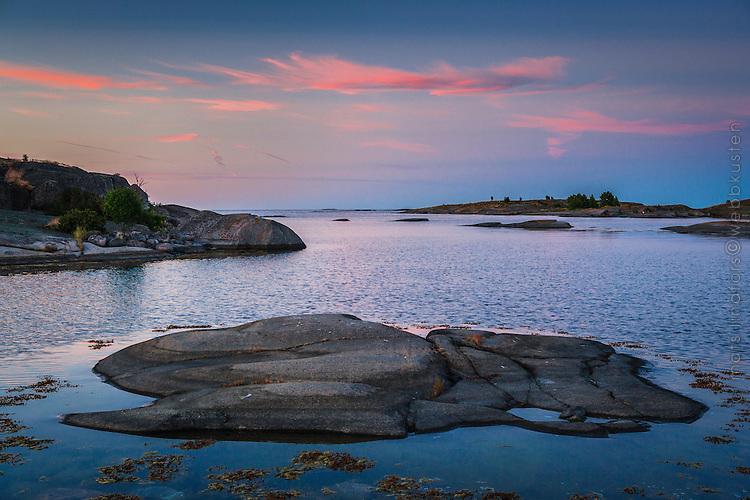 Blå timmen på Hallskär i Stockholms ytterskärgård