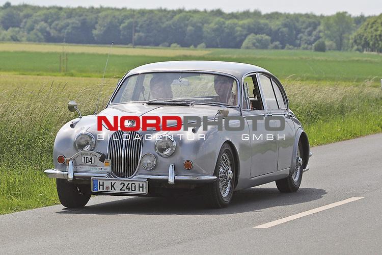 Aus Harz- Heide -Fahrt fuer Odtimer am 06. 06 .2010 -hier bei Hildesheim. Im Foto: Jaguar MK II Bj. 1967. <br /> <br /> <br /> Foto: &copy; nph / Rust<br />  *** Local Caption *** Fotos sind ohne vorherigen schriftliche Zustimmung ausschliesslich f&uuml;r redaktionelle Publikationszwecke zu verwenden.<br /> <br /> Auf Anfrage in hoeherer Qualitaet/Aufloesung