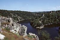 Europe/France/Limousin/23/Creuse/Château de Crozant: Les ruines et la vallée de la Creuse