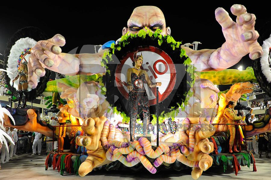RIO DE JANEIRO, RJ, 21 DE FEVEREIRO DE 2012 - Desfiles das Escolas de Samba do Grupo Especial -  Integrantes da Grande Rio durante o desfile da escola na Marquês de Sapucaí. FOTO GLAICON EMRICH - AGÊNCIA BRAZIL PHOTO PRESS