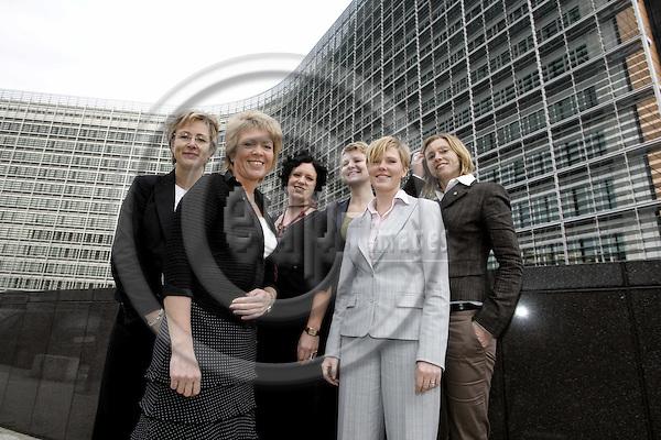 BRUSSELS - BELGIUM - 22 NOVEMBER 2006 -- Norwegian State Secretaries learning about the EU and its institutions in Brussels, (from Le) Sigrid HJØRNGÅRD, Åslaug HAGA - Minister of Local Government and Regional Development, Guri STØRVOLL, Anita UTSETH, Anne Beathe KRISTIANSEN and Hege SOLBAKKEN. -- PHOTO: JUHA ROININEN / EUP-IMAGES