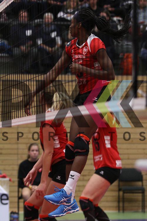 am Netz Koepenicks Luise Klein  beim Spiel in der Volleyball Bundesliga, Koepenicker SC Berlin  - VCO Berlin.<br /> <br /> Foto &copy; PIX-Sportfotos *** Foto ist honorarpflichtig! *** Auf Anfrage in hoeherer Qualitaet/Aufloesung. Belegexemplar erbeten. Veroeffentlichung ausschliesslich fuer journalistisch-publizistische Zwecke. For editorial use only.