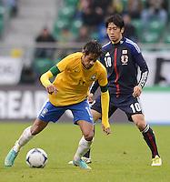 FUSSBALL   INTERNATIONAL   Testspiel    Japan - Brasilien          16.10.2012 NEYMAR (vorn, Brasilien) gegen Shinji KAGAWA (Japan)