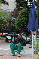 SÃO PAULO-SP-22,10,2014 - CENTRO ABERTO - LARGO DO PAISANDU - A Prefeitura de São Paulo em parceria com o banco Itaú disponibiliza à população da capital paulista o espaço sócio-cultural Centro Aberto. O Projeto Piloto vai até 30/11 podendo extender-se permanentemente.Local:Largo do Paisandu,região central da cidade,no começo da tarde dessa Quarta-Feira,22 (Foto:Kevin David/Brazil Photo Press)