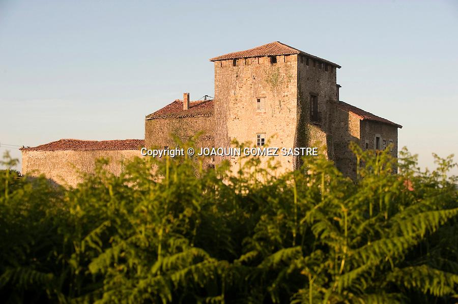 VIVEDA-SANTILLANA-CANTABRIA .Vista de la casa-torre de los Calderon de la Barca en la localidad de viveda Cantabria.foto © JOAQUIN GOMEZ SASTRE