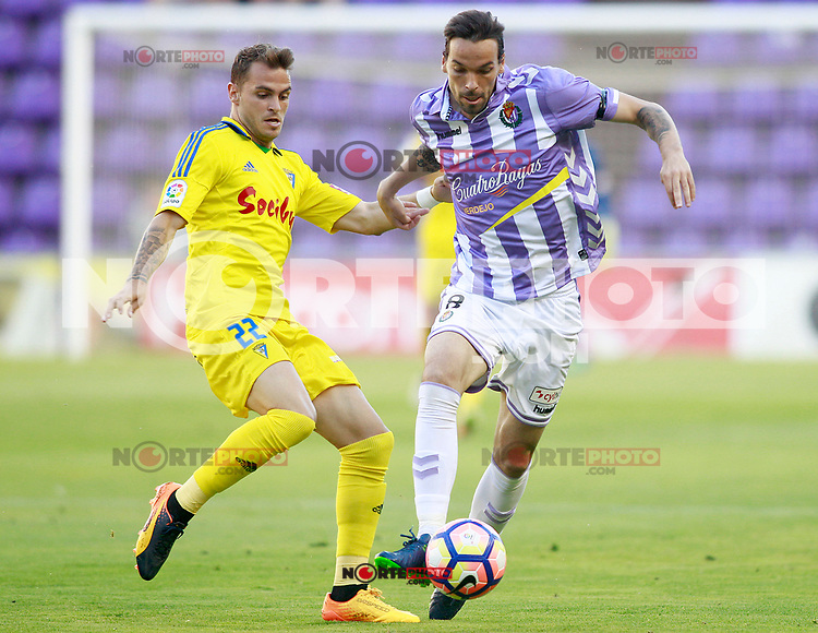 Real Valladolid's Andre Leao (r) and Cadiz CF's Jesus Imaz during La Liga Second Division match. June 10,2017. (ALTERPHOTOS/Acero) (NortePhoto.com) (NortePhoto.com)