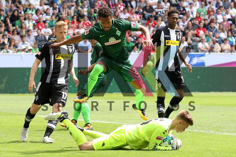 Gladbachs Moritz Nicolas (Nr.35) hat den Ball sicher gegen Bremens Garcia, Santiago (Nr.2)  beim Telecom Cup 2017 Borussia Moenchengladbach - SV Werder Bremen.<br /> <br /> Foto &copy; PIX-Sportfotos *** Foto ist honorarpflichtig! *** Auf Anfrage in hoeherer Qualitaet/Aufloesung. Belegexemplar erbeten. Veroeffentlichung ausschliesslich fuer journalistisch-publizistische Zwecke. For editorial use only.