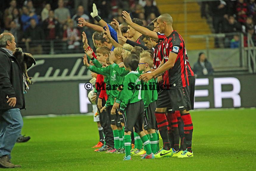 Eintracht Frankfurt begrüßt die Fans - Eintracht Frankfurt vs. VfL Wolfsburg, Commerzbank Arena